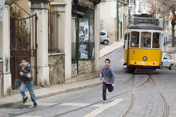 tram-old-lisbon_31288_600x450