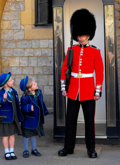 windsor-castle-gaurd-school-children_51127_600x450_0