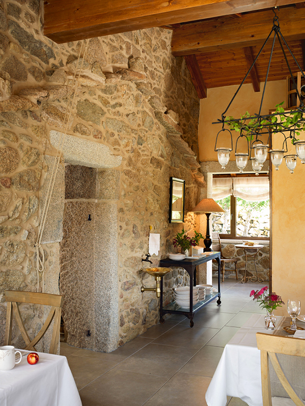 beautiful-rustic-interior-spain-hotel