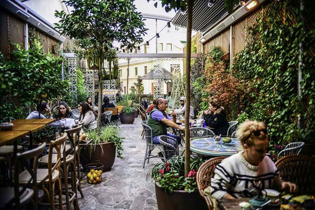 Las 24 terrazas m s cool de madrid tendencia cool for El jardin secreto salvador bachiller