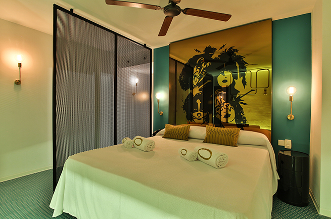 hotel-santos-dorado_cabecero_kiss