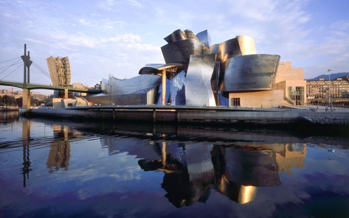 10 cosas increíbles que hacer en España Guggenhelm en Bilbao
