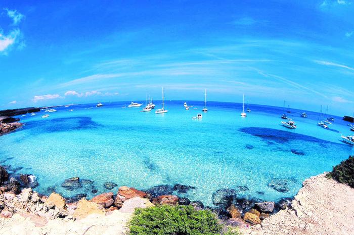 10 cosas increíbles que hacer en España navegar Ibiza